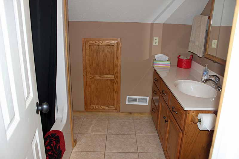 Accommodations - Upstairs Bathroom